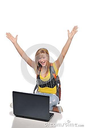 Jeunes de femme d ordinateur portatif