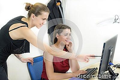 Jeunes femmes d affaires