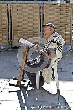 Jewish man praying Editorial Stock Photo