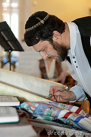 The Jew reading Torah Editorial Stock Image