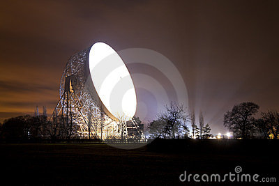 Jodrell bank satellite dish at night