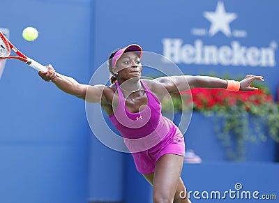 Jogador de tênis profissional Sloane Stephens durante o quarto fósforo do círculo no US Open 2013 contra Serena Williams Imagem Editorial