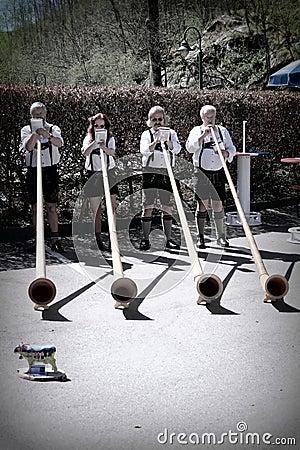 Jogadores de Alphorn em Alemanha Foto de Stock Editorial