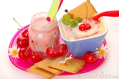 Joghurt- und Reispudding mit Kirsche für Schätzchen