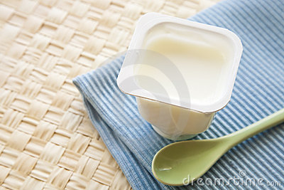Jogurt z łyżką