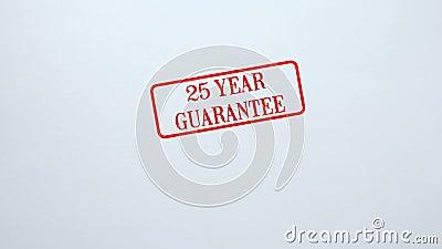 Joint de garantie de 25 ans embouti sur le fond de papier blanc, qualité du produit banque de vidéos