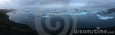 Jokulsarlon, glacier lagoon at night