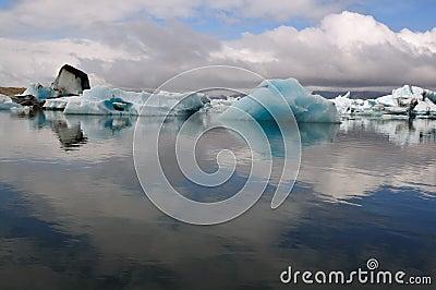 Jokulsarlon is the largest glacier in Iceland
