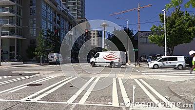 Jonction de Bell Street et de Sixth Avenue vers The Space Needle, Seattle, Washington, États-Unis clips vidéos