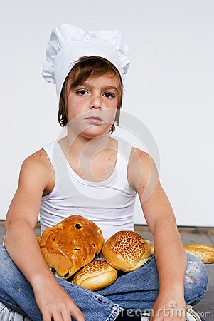 Jong bakkersjongen en brood