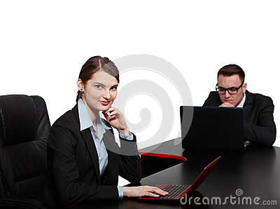 Jong Bedrijfspaar op Laptops