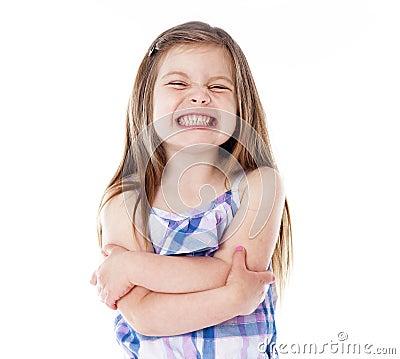 Jong meisje met grote glimlach