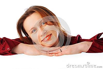 Jonge aantrekkelijke glimlachende bedrijfsvrouw