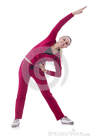 Jonge vrouw die oefeningen doen