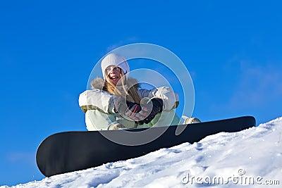 Jonge vrouw met snowboard op een helling royalty vrije stock foto 39 s afbeelding 18258188 for Terras op een helling