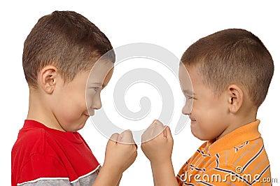 Jongens die 5 en 6 jaar bestrijden oud stock afbeeldingen afbeelding 7395694 for Deco slaapkamer jongen jaar oud