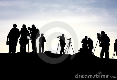 journalist waits sunrise