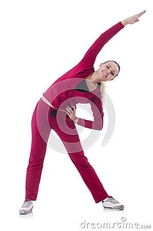 Jovem mulher que faz exercícios