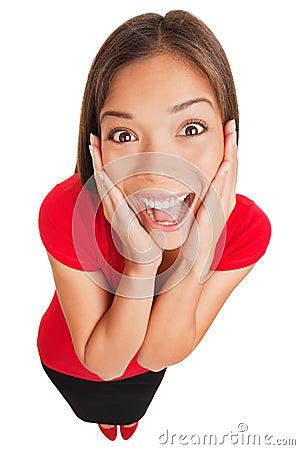 Jovem mulher surpreendida entusiasmado alegre isolada