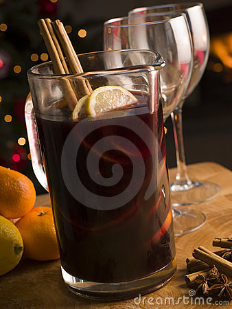 Free Jug Of Mulled Wine Royalty Free Stock Images - 5607599