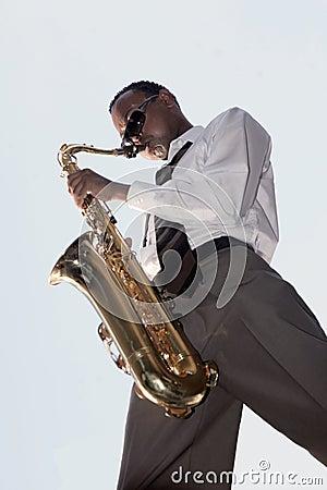Jugador de música de jazz del afroamericano