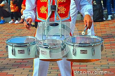 Jugador del tambor de Disneylandya Imagen editorial