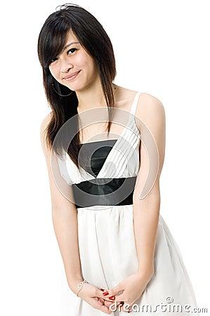 Jugendlich im weißen Kleid