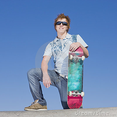 Jugendlich Schlittschuhläufer auf Rampe