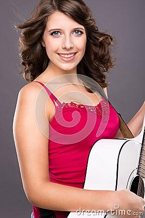 Jugendlicher mit Gitarre