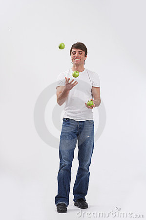 Juggling three apples