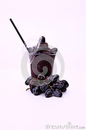 Jugo de uva roja fresco