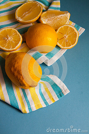 Free Juice Bottle And Lemons Royalty Free Stock Photography - 63252187