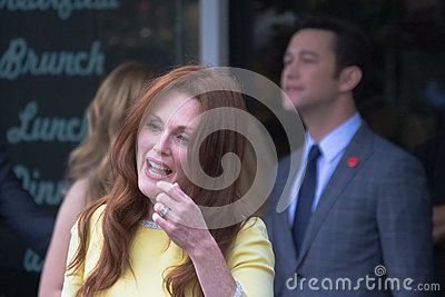 Julianne Moore en el paseo de Hollywood de la ceremonia de la fama Imagen editorial