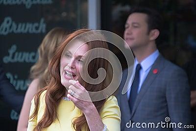 Julianne Moore na caminhada de Hollywood da cerimônia da fama Imagem Editorial