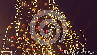Julljus och bollar p? tr?d p? gatan. blurriness arkivfilmer