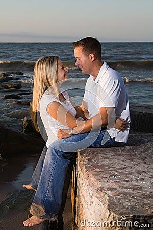 Junge attraktive Paare