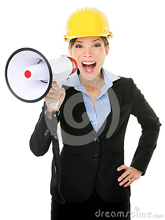 Junge Geschäftsfrau Shouting Into Megaphone