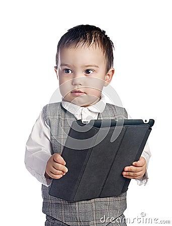 Junge mit Tablette