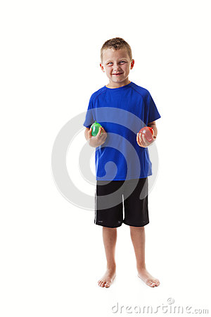 Junge mit Wasserballonen