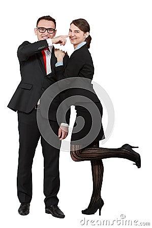 Junge Paare, die Spaß haben