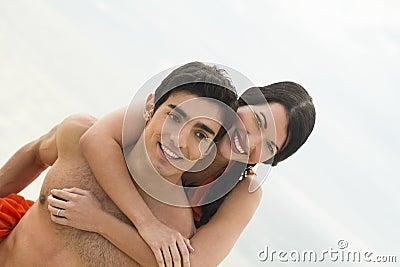 Junge Paare zusammen