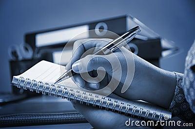 Schreiben auf Anmerkungsbuch