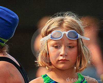 Junges Mädchen am Swim-Treffen