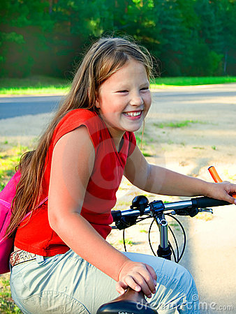 Junges Mädchen und Fahrrad