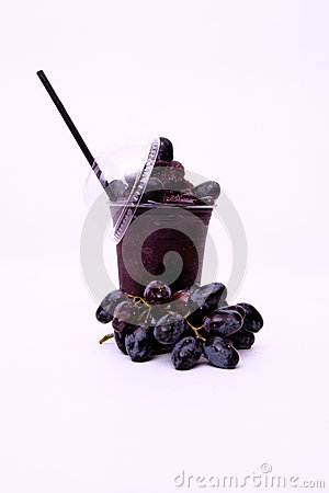 Jus de raisins rouge frais