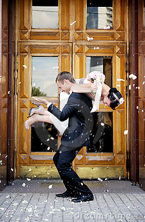 Free Just Married Couple Showered In Rose Petals Stock Image - 21949381
