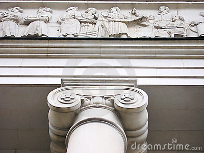 Justice Hall with  ionic columns and decoration of white marble.