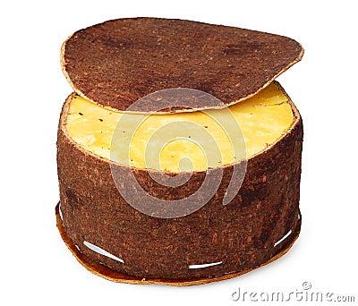 Käse, der gebildete ââof Birkenbarke verpackt