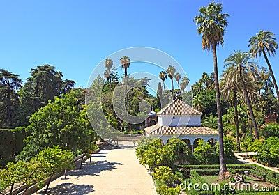 Königlicher Alcazar arbeitet Grenzstein im Garten. Sevilla, Spanien