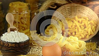 Köstliches Kohlenhydratkonzept des Makkaroniteigwarengebäcks stock video footage